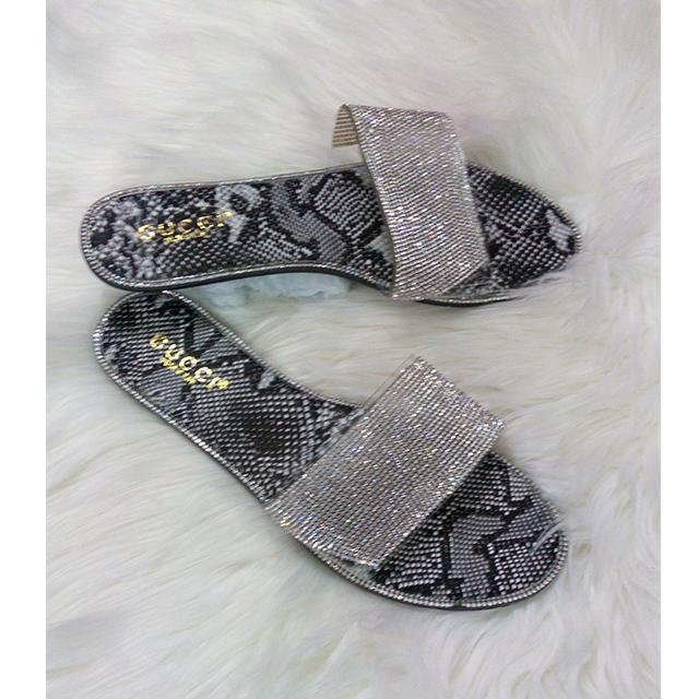GUCCI Silver Flat Shoe