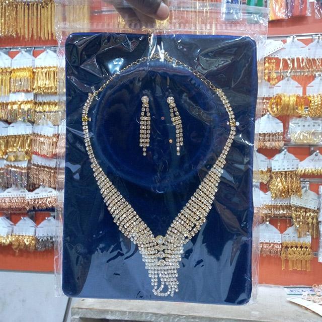 Stunning Ladies Necklace Set - 12 Pieces (Dozen)