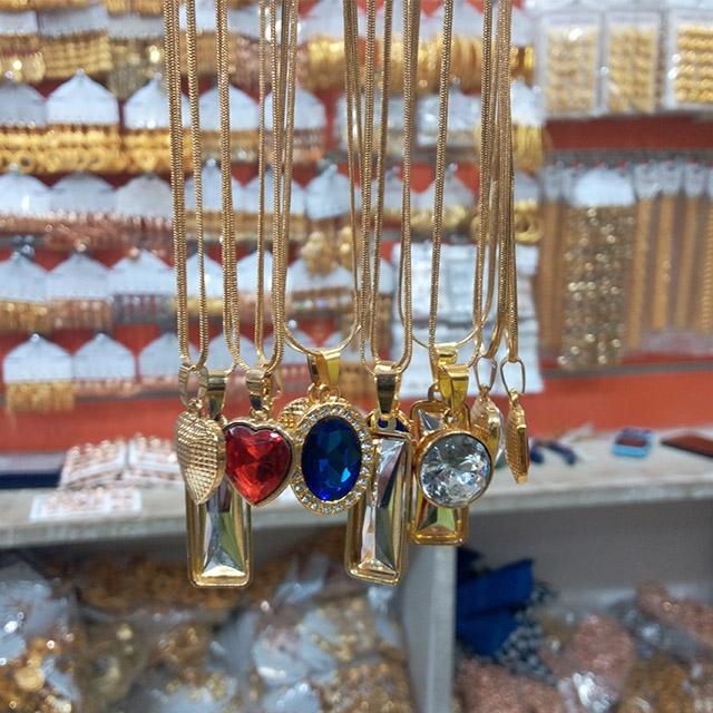 Chain with crystal pendants - 12 piece (Dozen)
